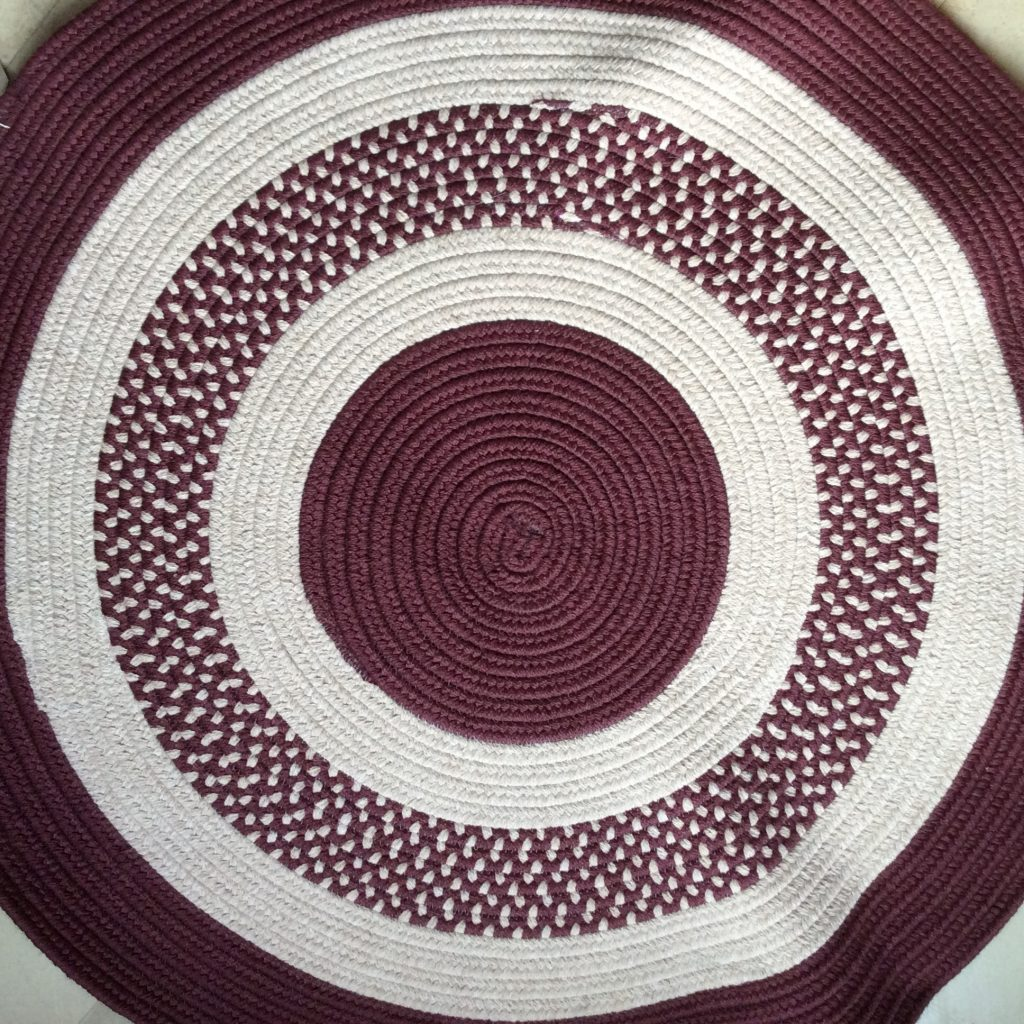Braided_rug_round_burgundy_stripe