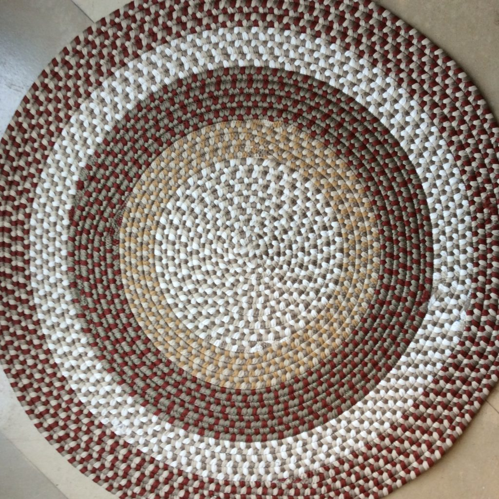 Braided_rug_round_red_tan_fleck