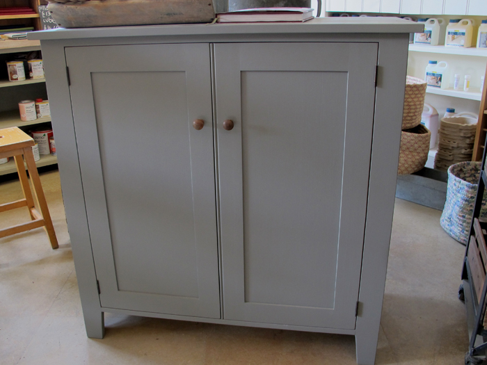 Paint bathroom cabinet