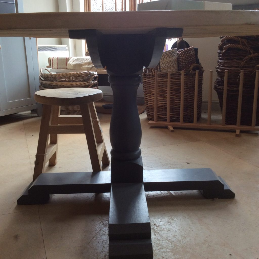 Pedestal_table_base
