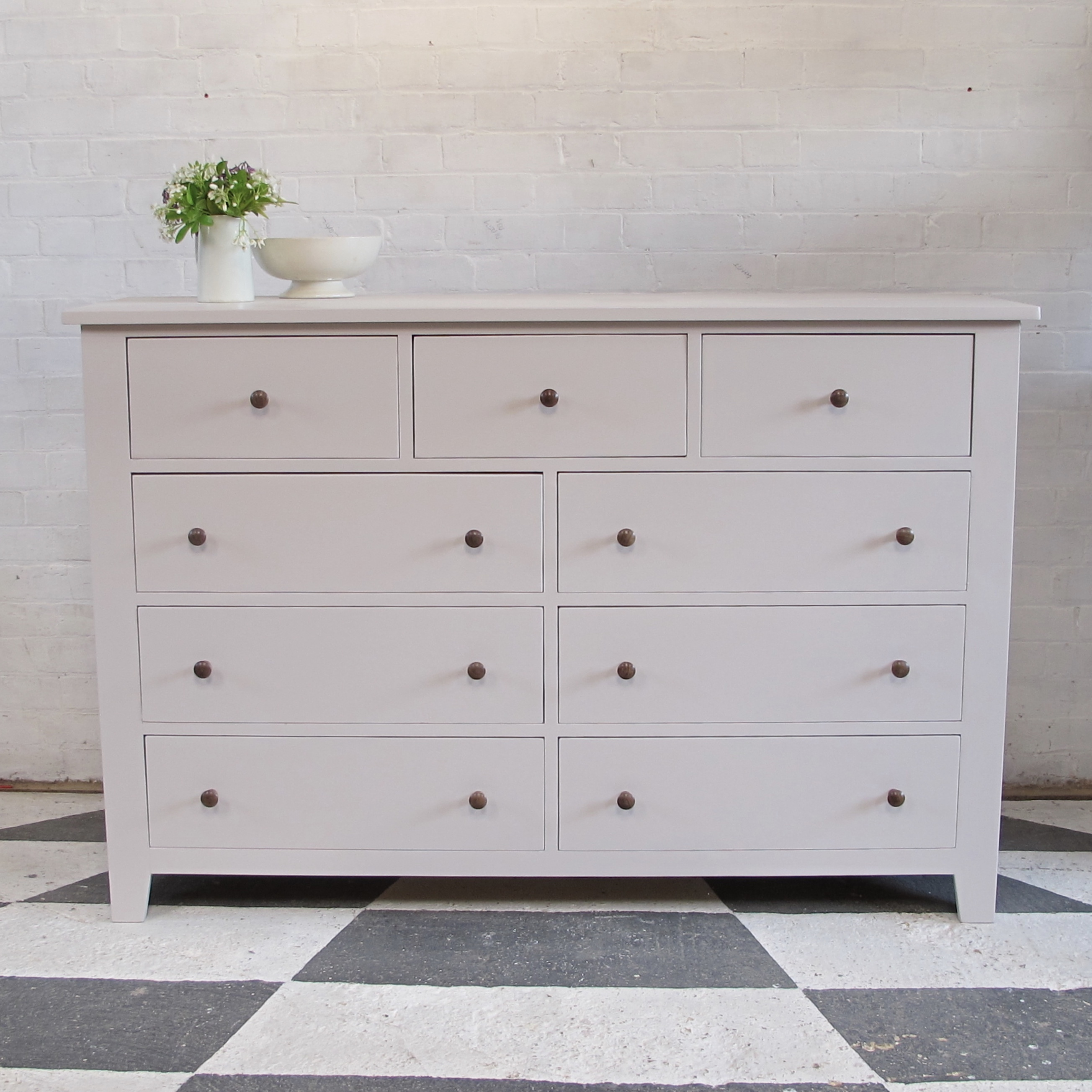 Chest of Drawers – Peignoir